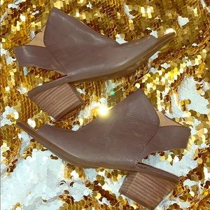 Lucky gray open toed shoes